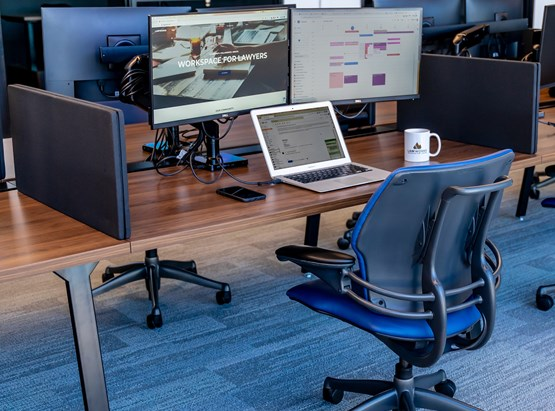 Hot Desk with monitors
